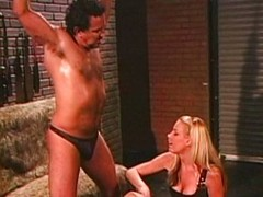 Nicole Sheridan loves to put bobtail not far from pang