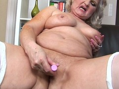 Perverted mamma can't live without fro play with herself