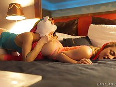 2 super sexy pornstars having a wild cutie pitch-dark in bed !