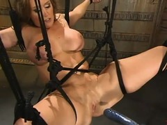 Breasty milf Christina Carter receives favoured by a fucking machine