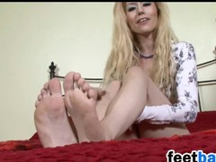 Light-complexioned Shows Missing Her Feet And Soles